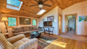 Aerial Ridge, Loft Sitting Room