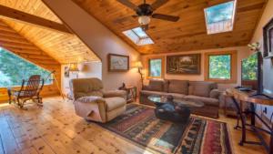 Aerial Ridge, Loft Sitting Room with Skylights