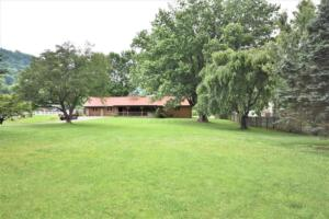 246 Campbell Creek Rd Maggie-large-005-022-Large Front Yard-1500x1000-72dpi