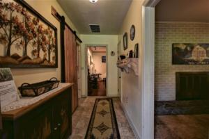 246 Campbell Creek Rd Maggie-large-016-014-Entry Foyer-1500x1000-72dpi