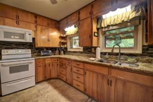 246 Campbell Creek Rd Maggie-large-018-025-Kitchen with Granite-1500x1000-72dpi