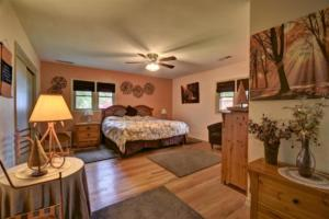 246 Campbell Creek Rd Maggie-large-022-036-Large Master Bedroom-1500x999-72dpi