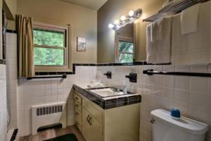 246 Campbell Creek Rd Maggie-large-023-011-Master Bath off the Master-1500x1000-72dpi