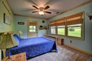 246 Campbell Creek Rd Maggie-large-028-029-Bedroom 4 with a door to the-1500x1000-72dpi