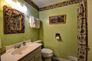 246 Campbell Creek Rd Maggie-large-029-031-Bath 3 serves Bedrooms 34 5-1500x1000-72dpi