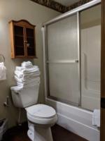 Cardinal Suite, Bathroom