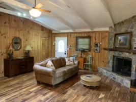 Creek Crossing Retreat-livingroom (3)