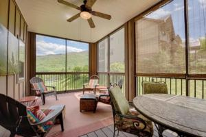 Luxury Cabin Condo, Screened Patio with GolfCourse and Mountain View