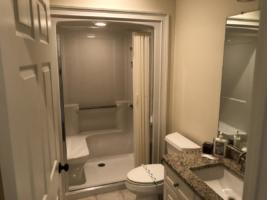 Par Three, Guest Bathroom